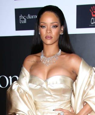 MAIN_Rihanna
