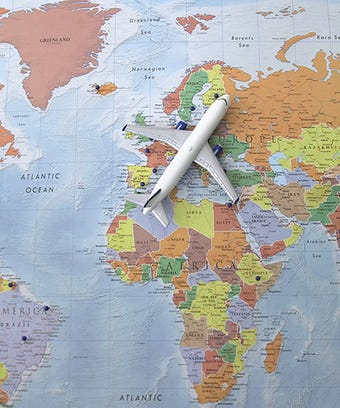 Opener_Clinique_Travel_Airplane