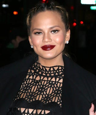 MAIN_ChrissyTeigen