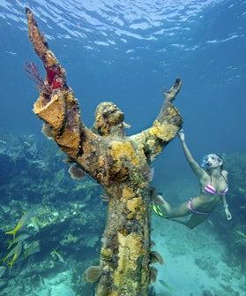 under-water-jesus-280