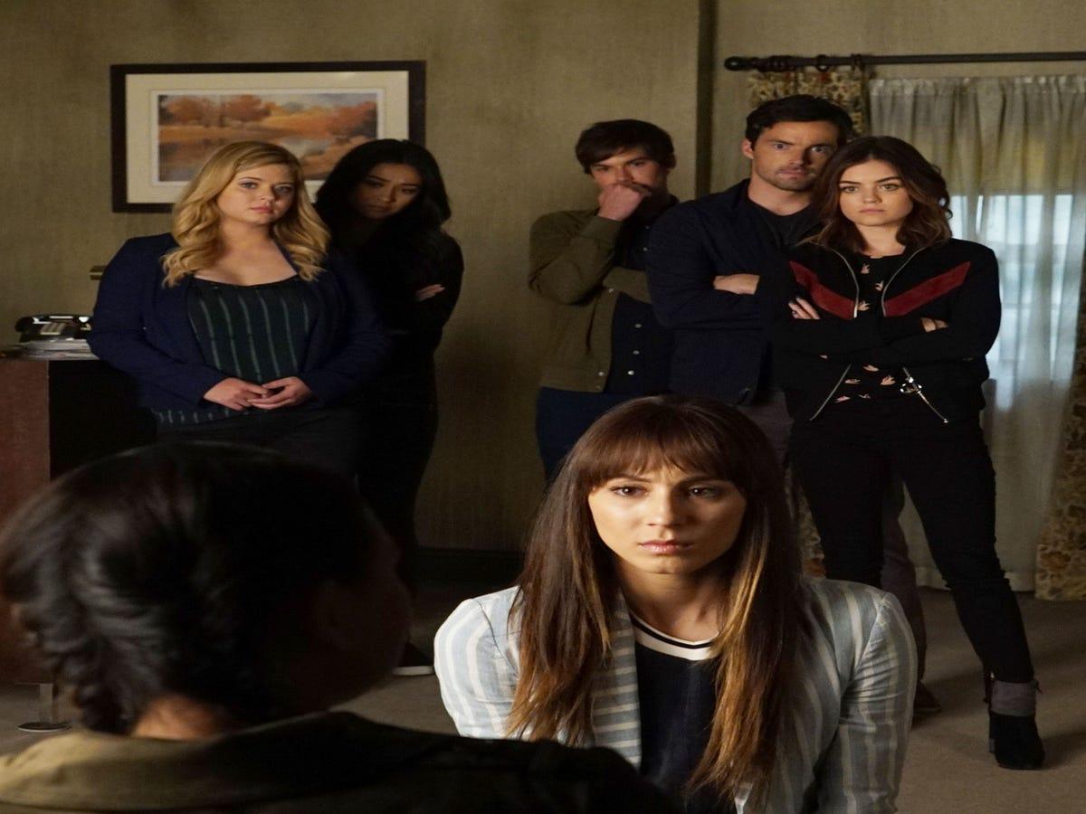 The Pretty Little Liars Finale Script Reveals Alison & Spencer Have A Major Surprise