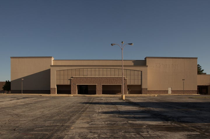 Creepy Abandoned Metro North Mall Kansas City Missouri - 30 haunting images abandoned shopping malls