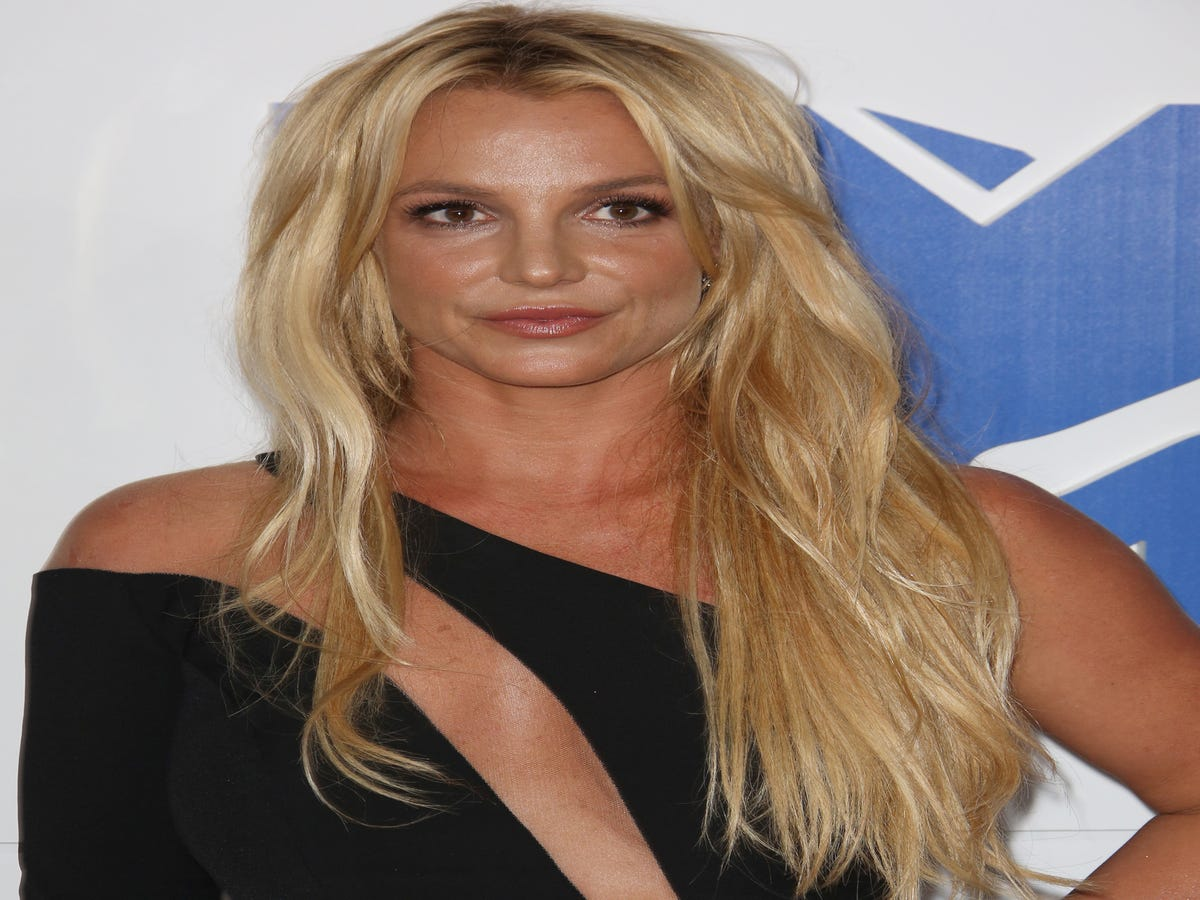 Britney Spears Celebrates Her New Man With Everyone s Favorite Snapchat Filter