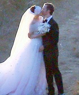 Anne hathaway wedding dress celebrity weddings junglespirit Images