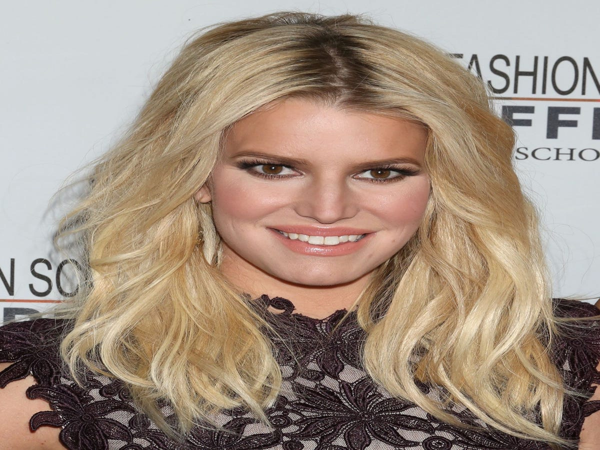 Ellen DeGeneres' Interview With Jessica Simpson Is Incredibly Awkward & Hard To Watch