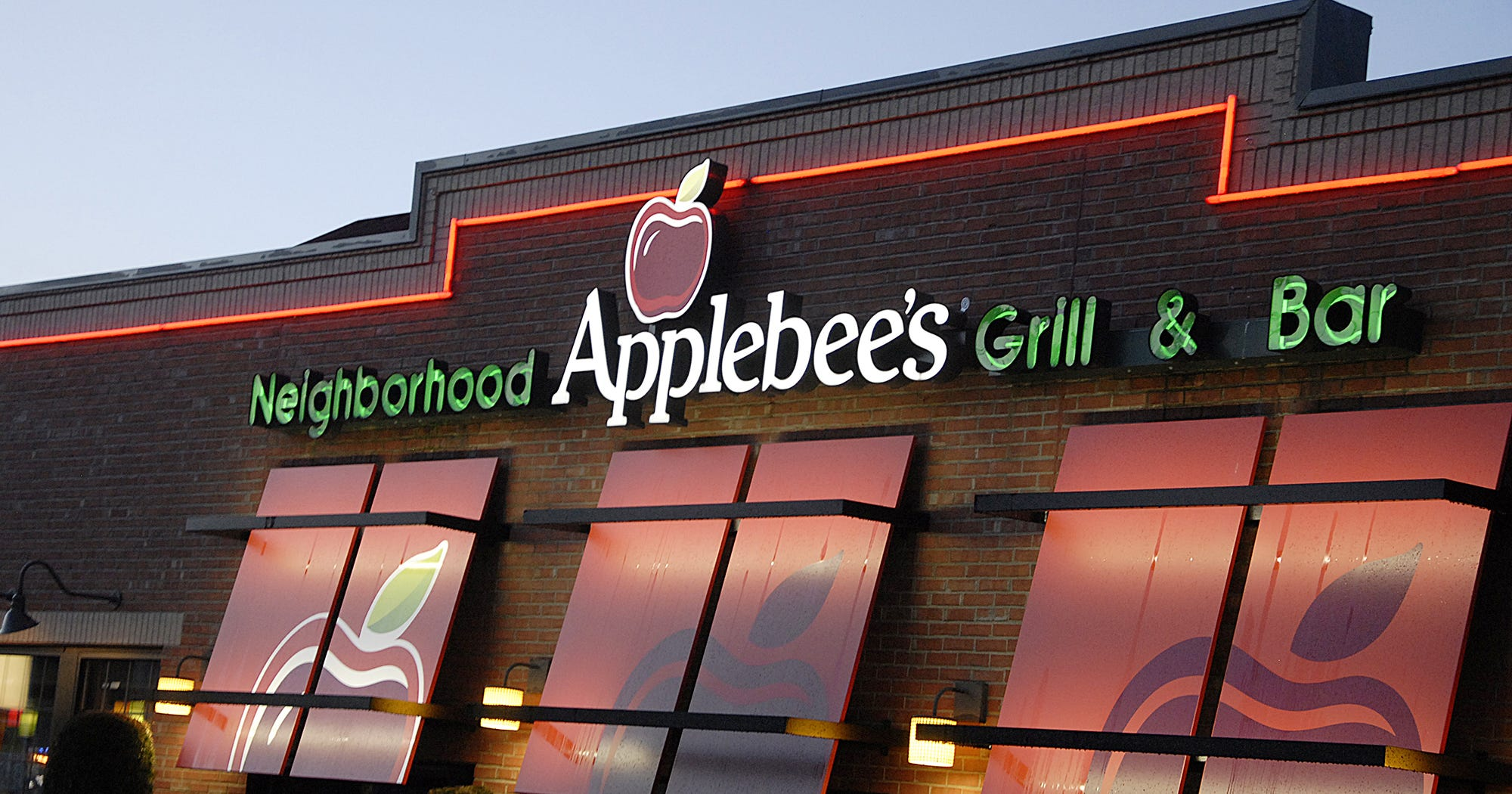 I Tried Applebee's $1 Long Island Iced Tea & Lived To Tell The Tale