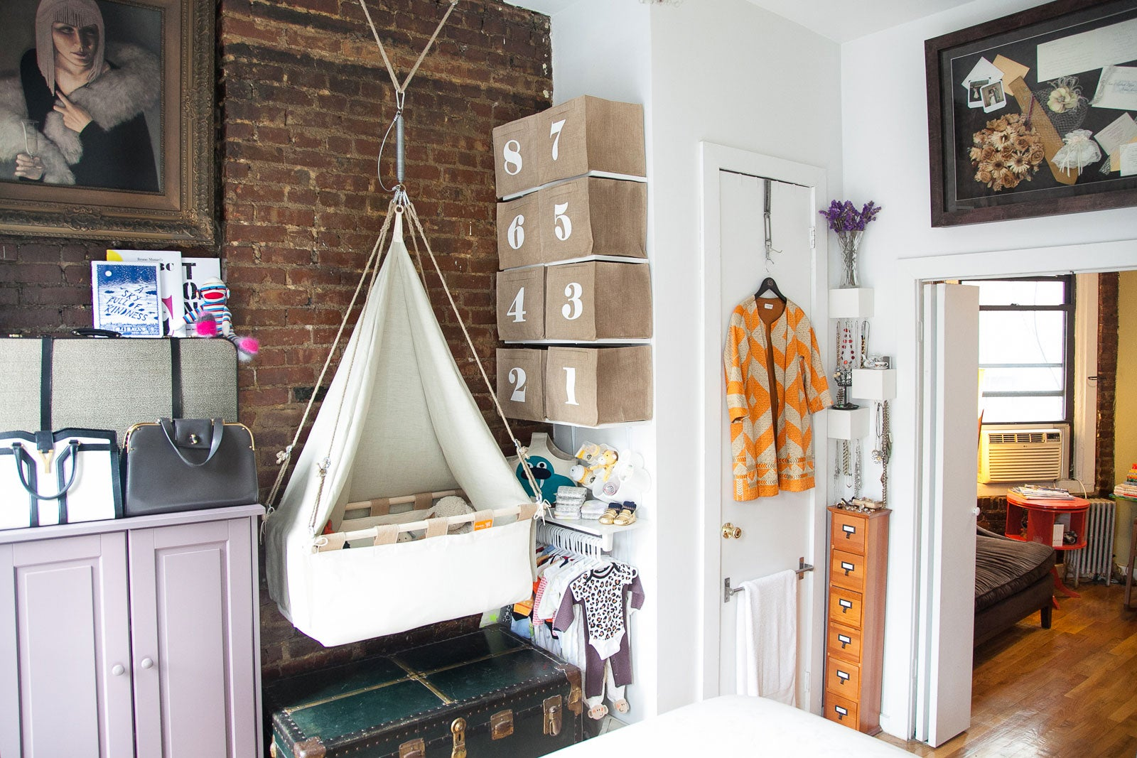 Studio Apartment Nursery baby room decor tips for small spaces - nyc