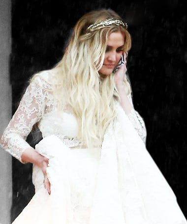 Best wedding dresses alternative unconventional styles ashlee simpson wears her wedding dress makes business calls junglespirit Choice Image