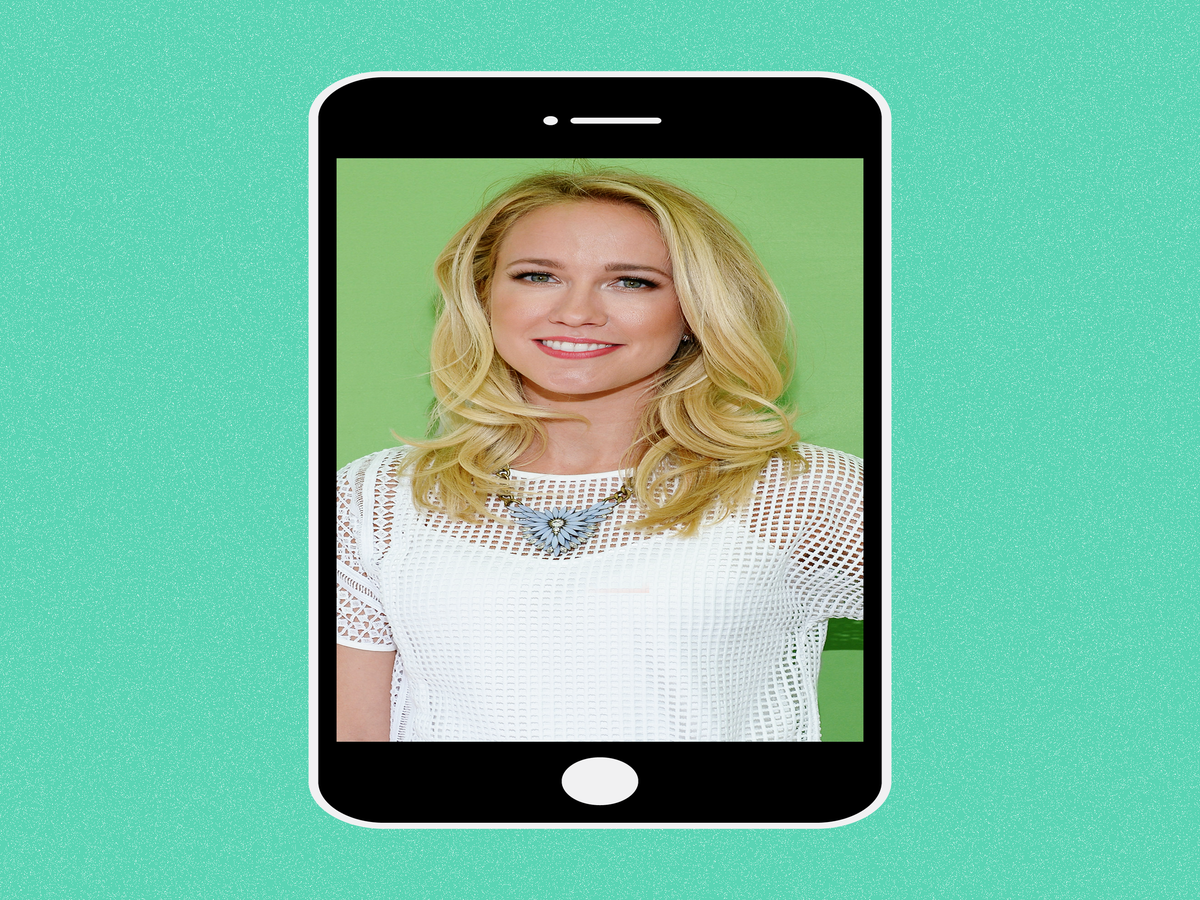 Anna Camp & 13 Other Stars Let Us Peek Inside Their iPhones