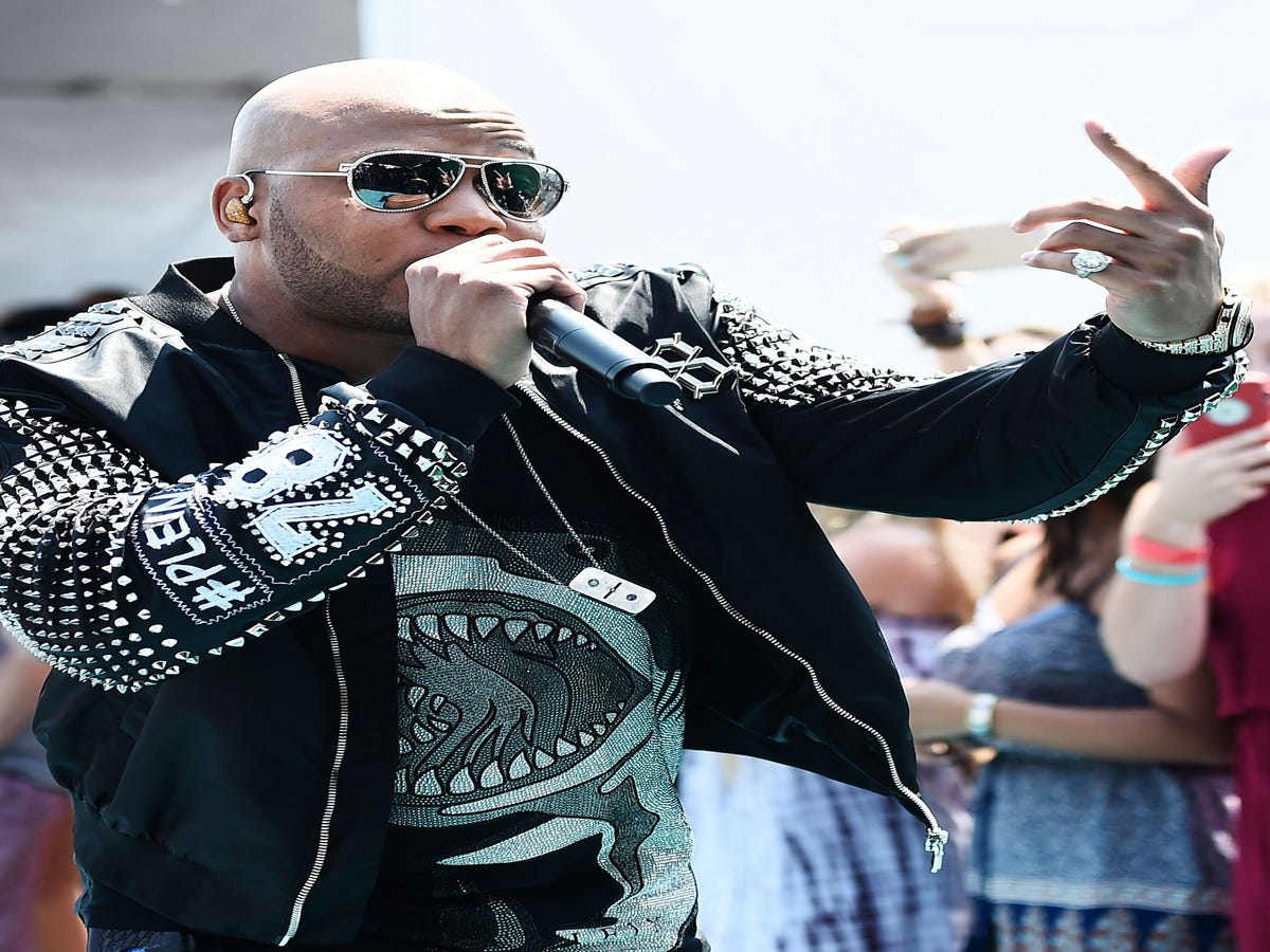 Who Was Singing With Flo Rida At The Teen Choice Awards?