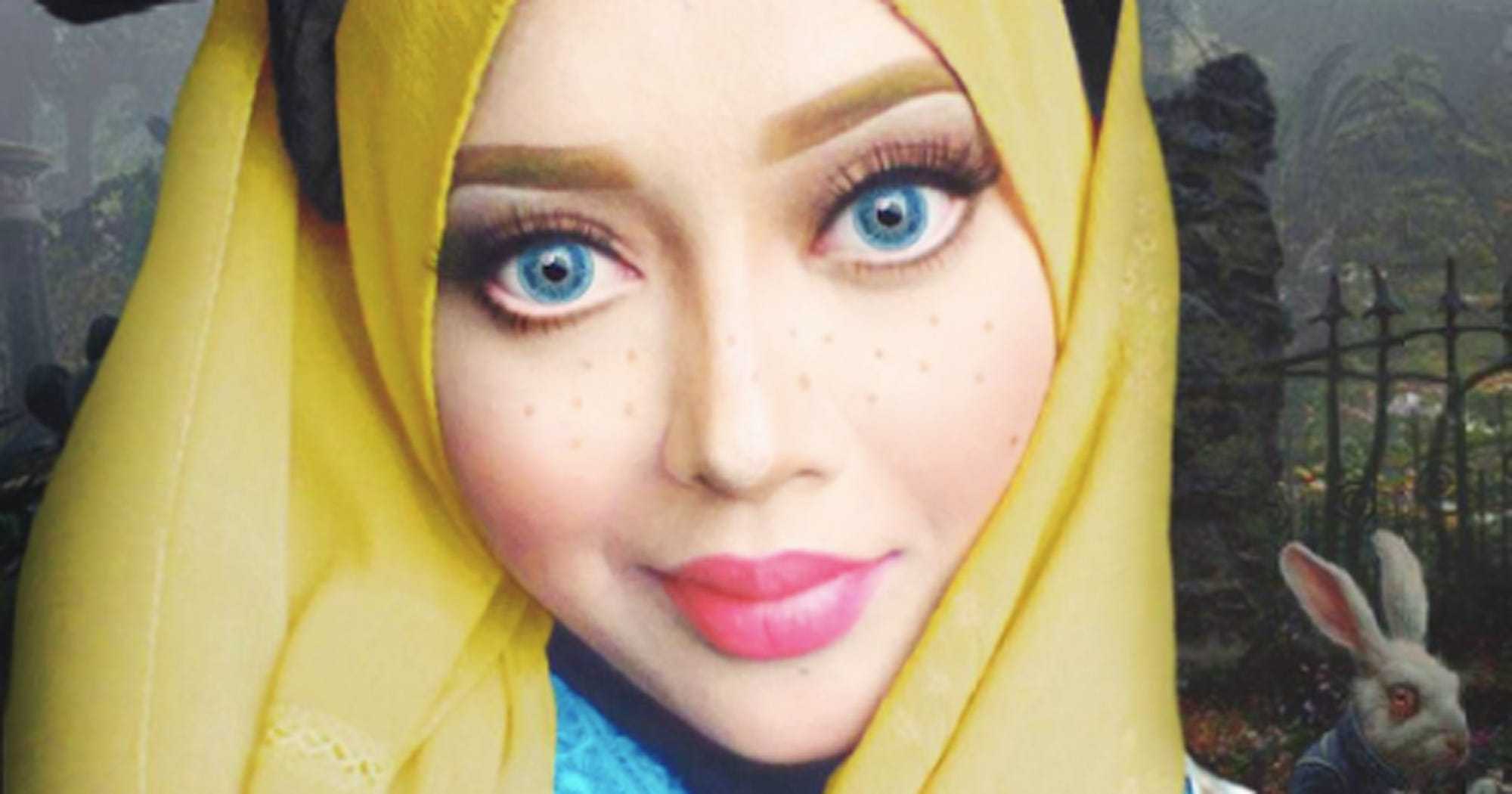 Hijab Makeup Artist Disney Princess - Makeup artist uses hijab to transform herself into disney characters