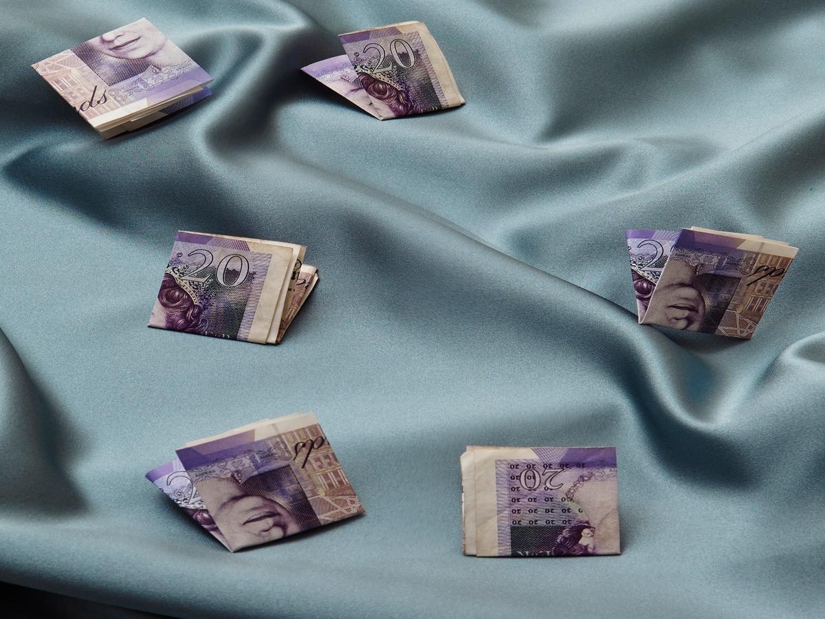 Solltest du Freund:innen jemals Geld leihen? Das meinen die Expertinnen