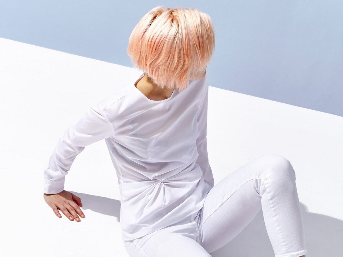 Wieso Expert*innen davon abraten, sich während der Periode die Haare zu färben