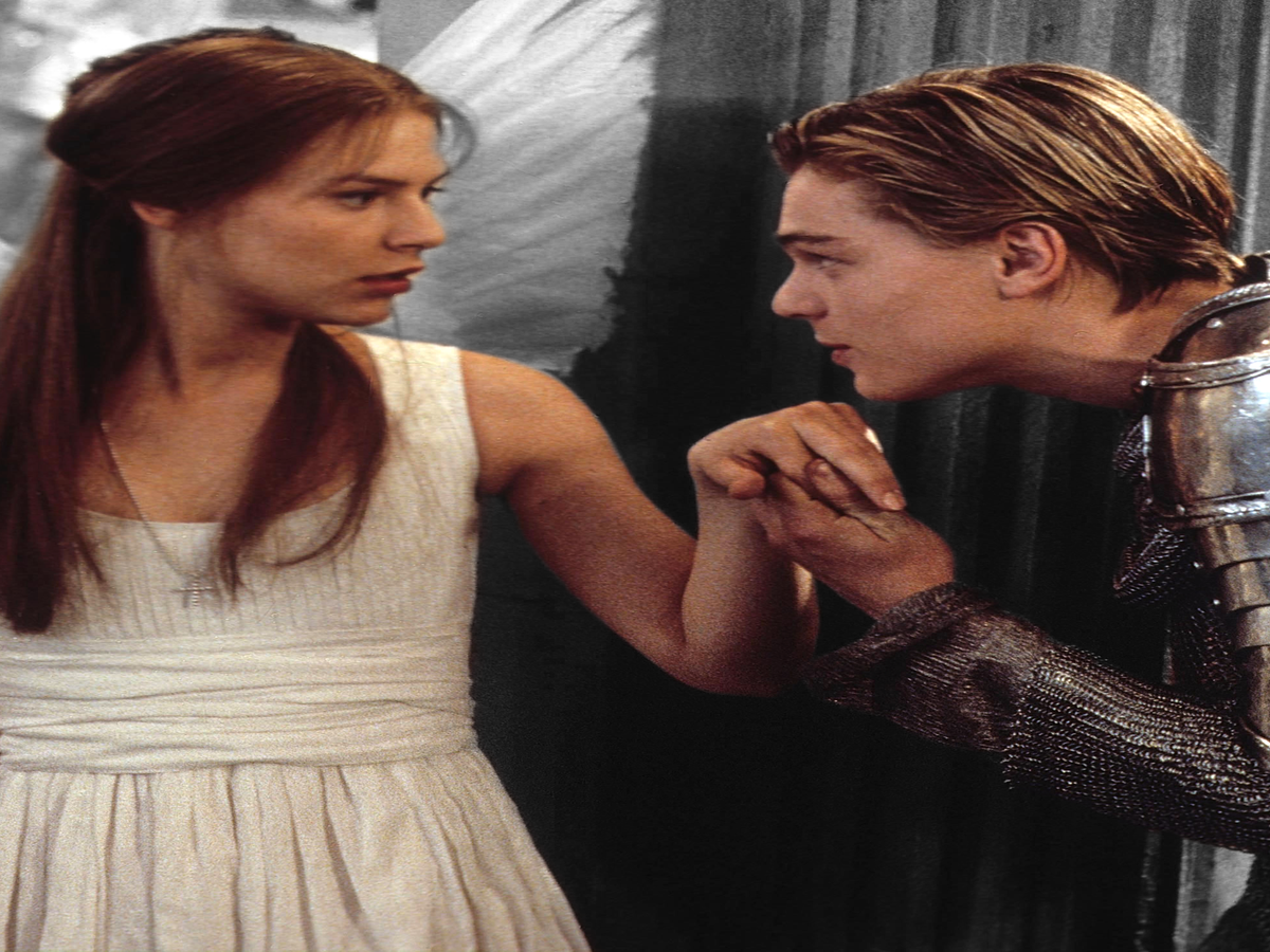 romeo and juliet vs daylight Love and hatred in romeo and juliet see the balcony scene for more analysis romeo visits the capulet mansion at night while hiding in the garden, he sees juliet on a balcony and overhears her declare that she loves him.