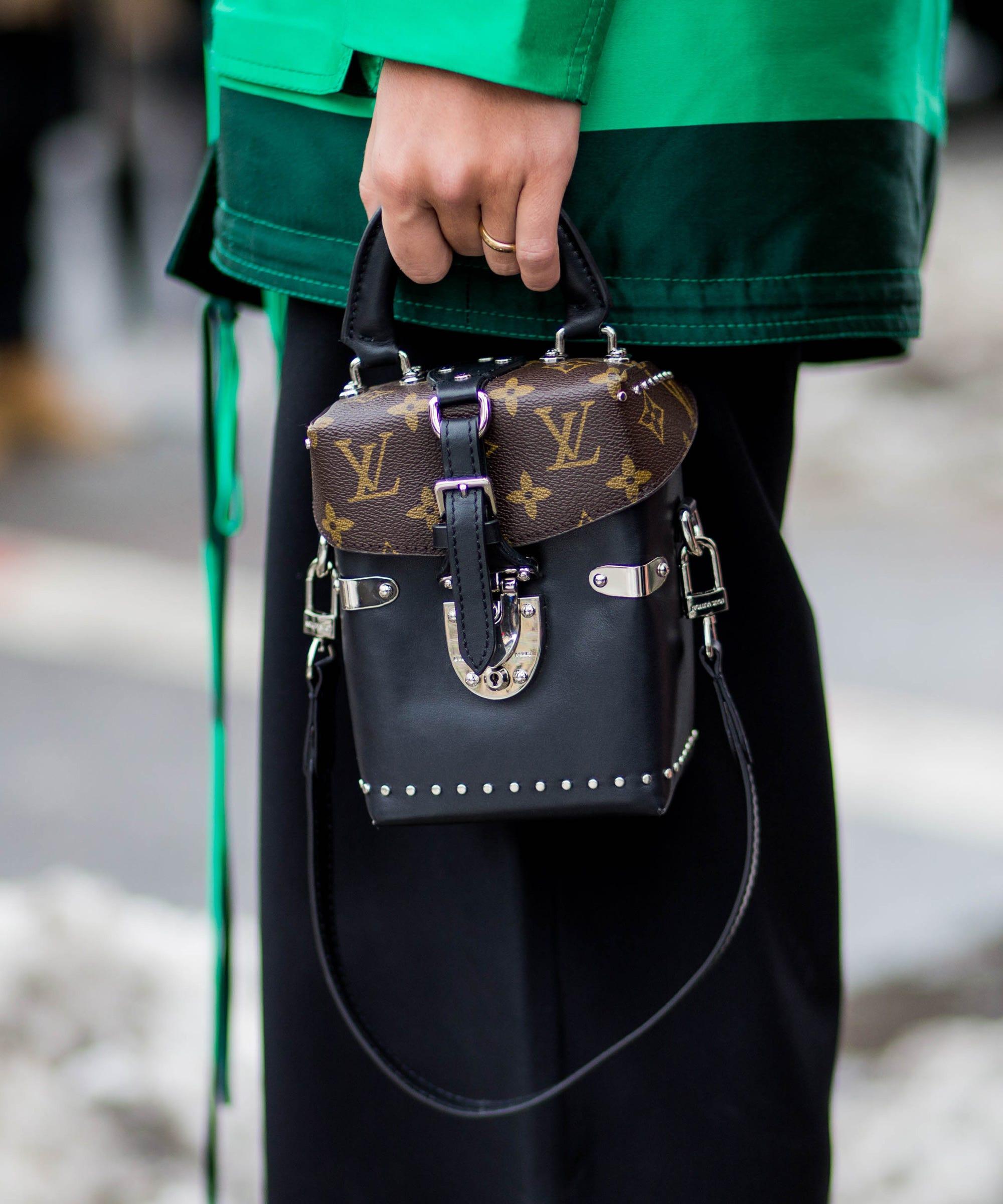 Louis vuitton logo handbag trend street style accessory for Louis vuitton bin bags