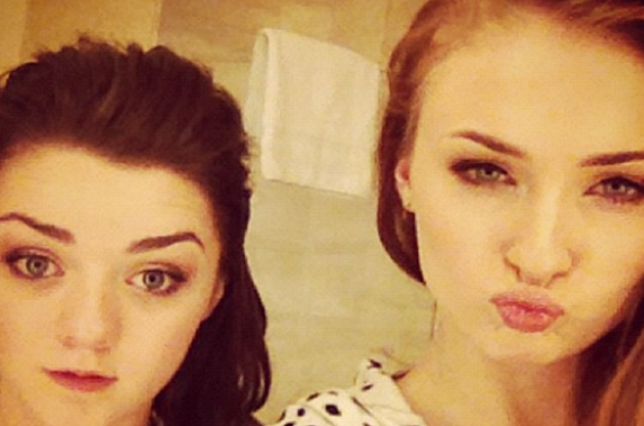 Sophie-Turner-ve-Maisie-Williams-instagram