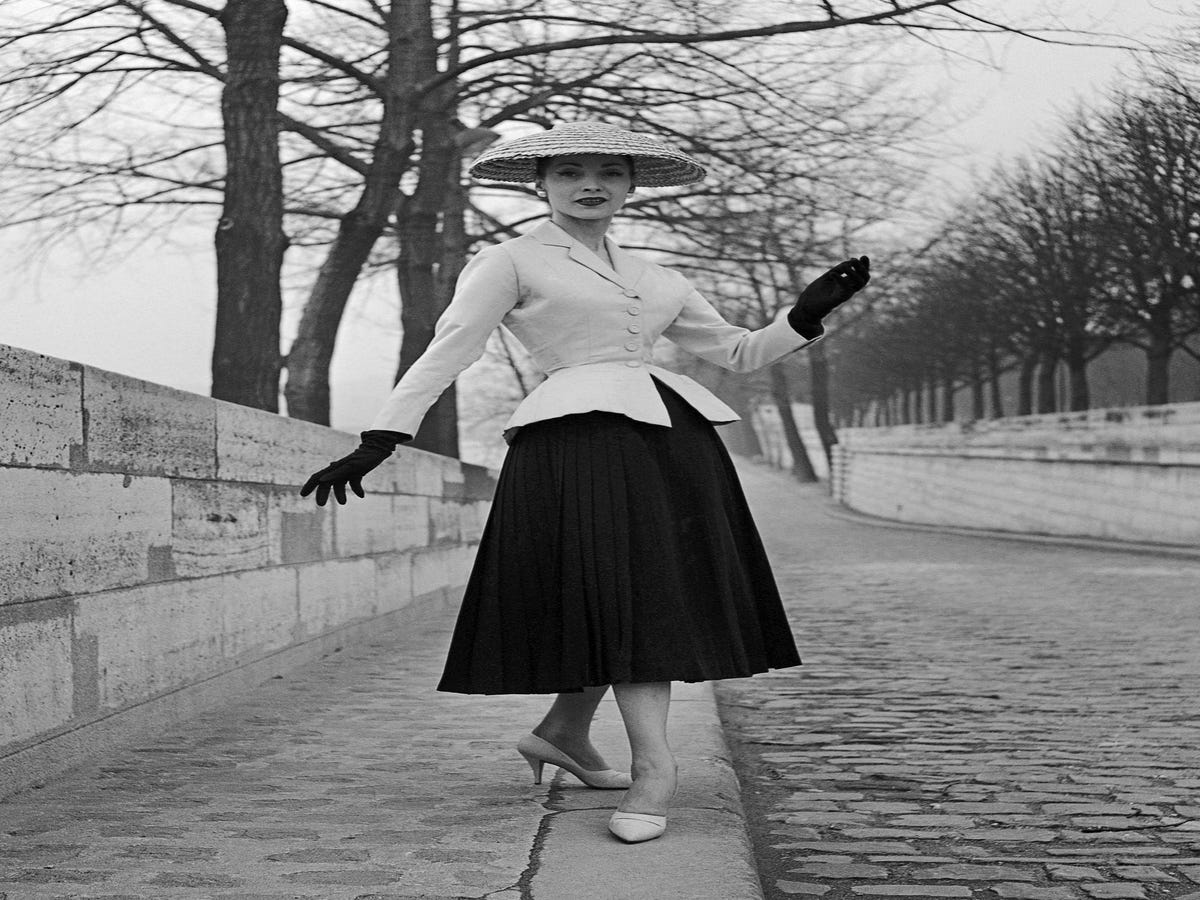 The insane breathtaking history of dior haute couture for The history of haute couture