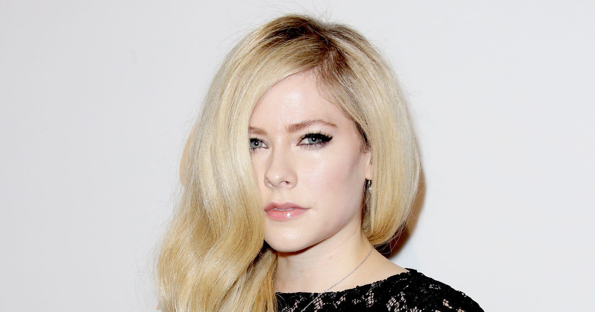 Avril Lavigne Death Hoax Truth Photos