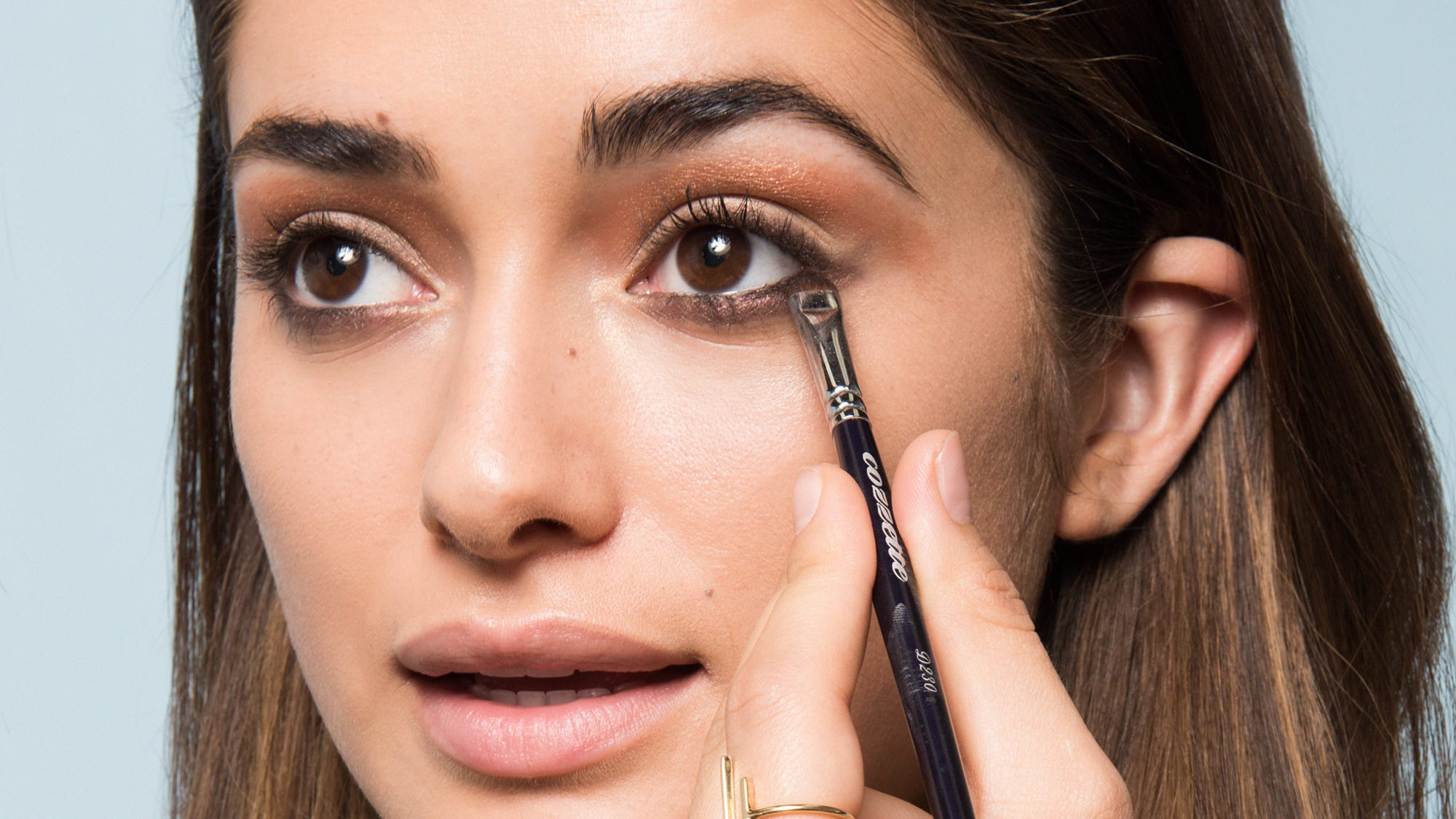 Makeup that makes your eyes look bigger