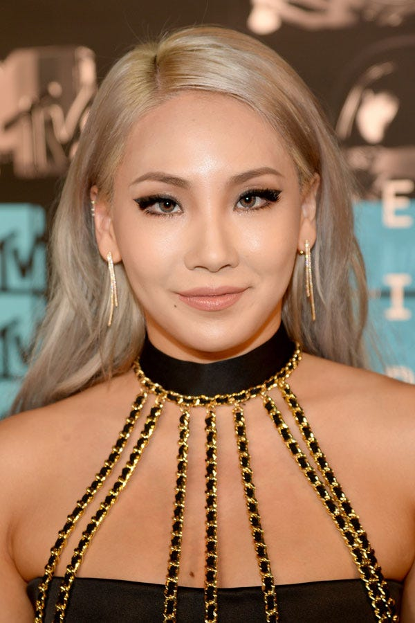 Blonde Hair Dark Eyebrow Celebrity Trend