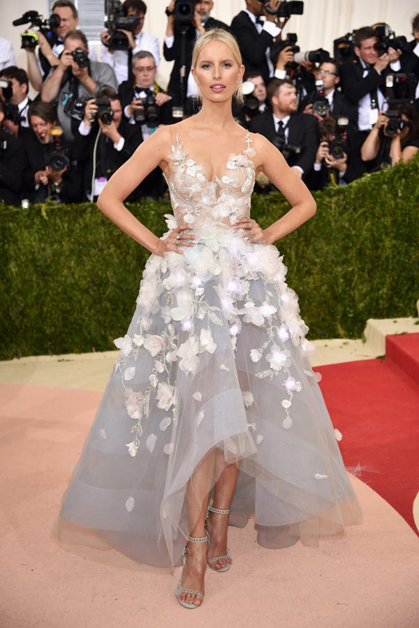 best dressed met gala 2016 red carpet outfits photos