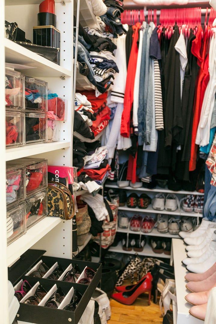 Medium Walk In Closet Organization