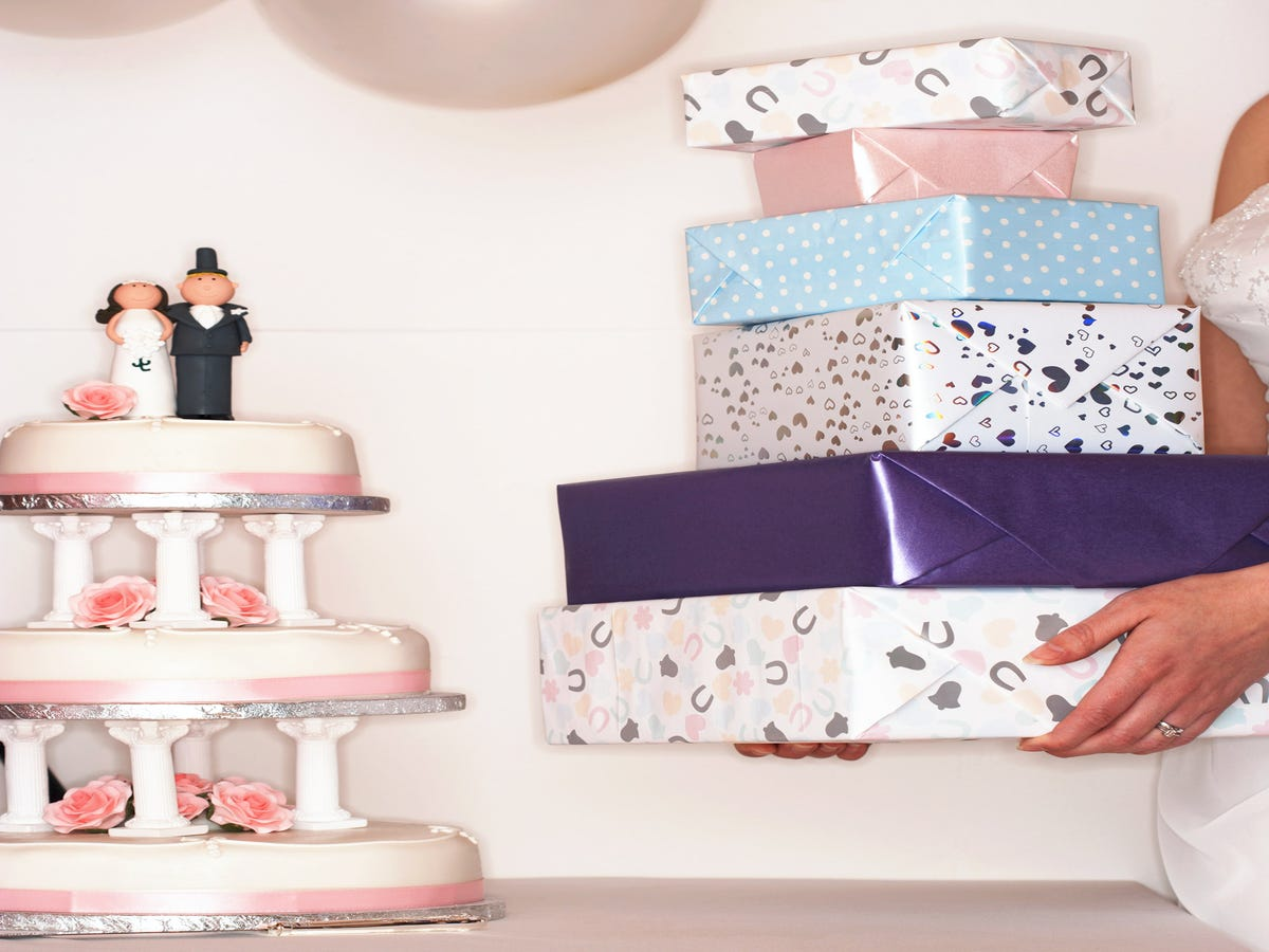 Heres How Much Guests Spend On Wedding Gifts