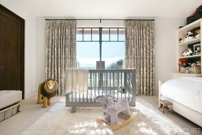 Kourtney kardashian son reign bedroom furniture decor for Khloe k living room