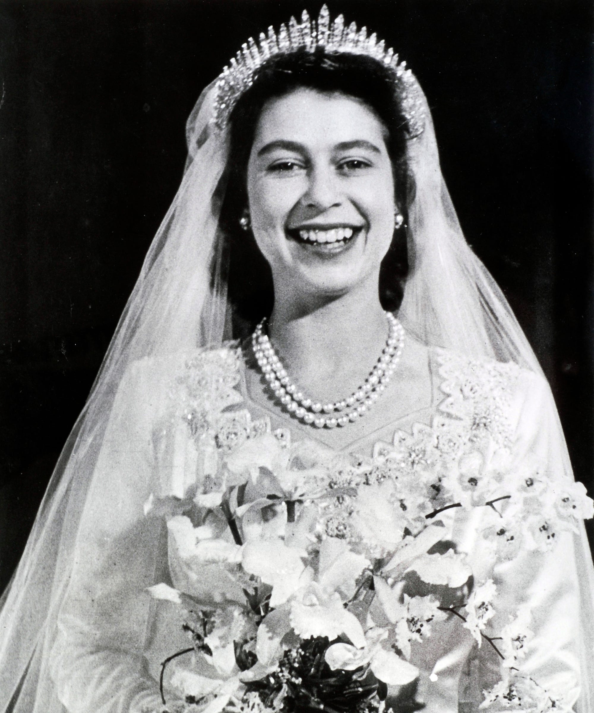 Queen Elizabeth Ii Wedding.Queen Elizabeth Wedding Tiara Engagement Ring History