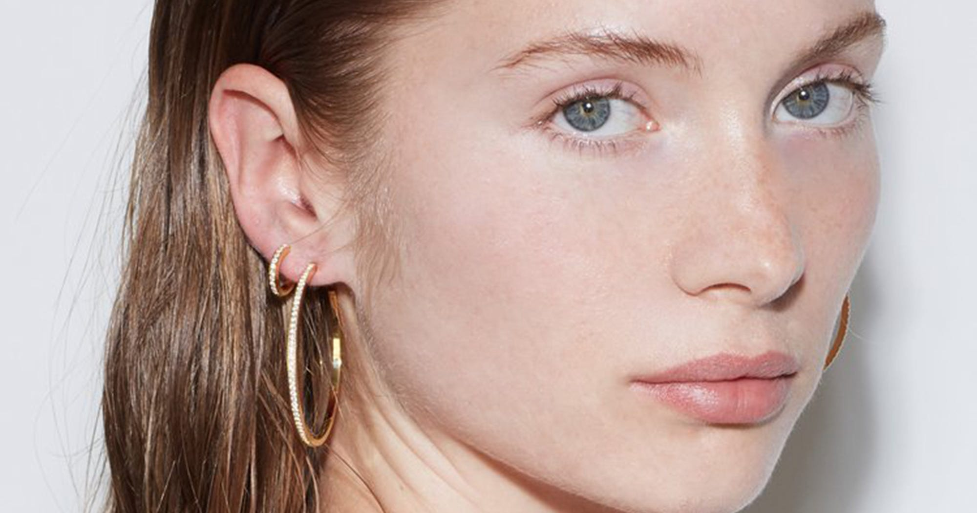 Sorry Beads & Shells, But We're Opting For Minimalist Jewelry This Fall