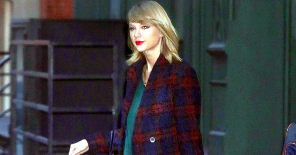 Taylor Swift Takes Her Cat For A Walk — & Looks Great Doing So