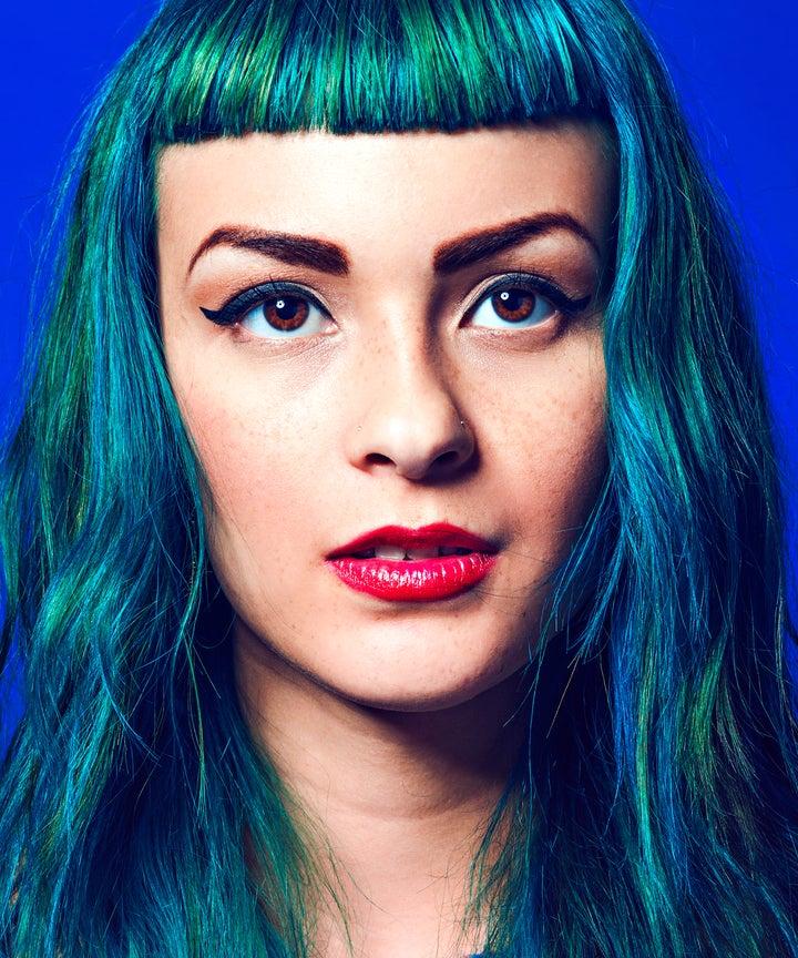 Blaue Haare sind der Sommerlook 30