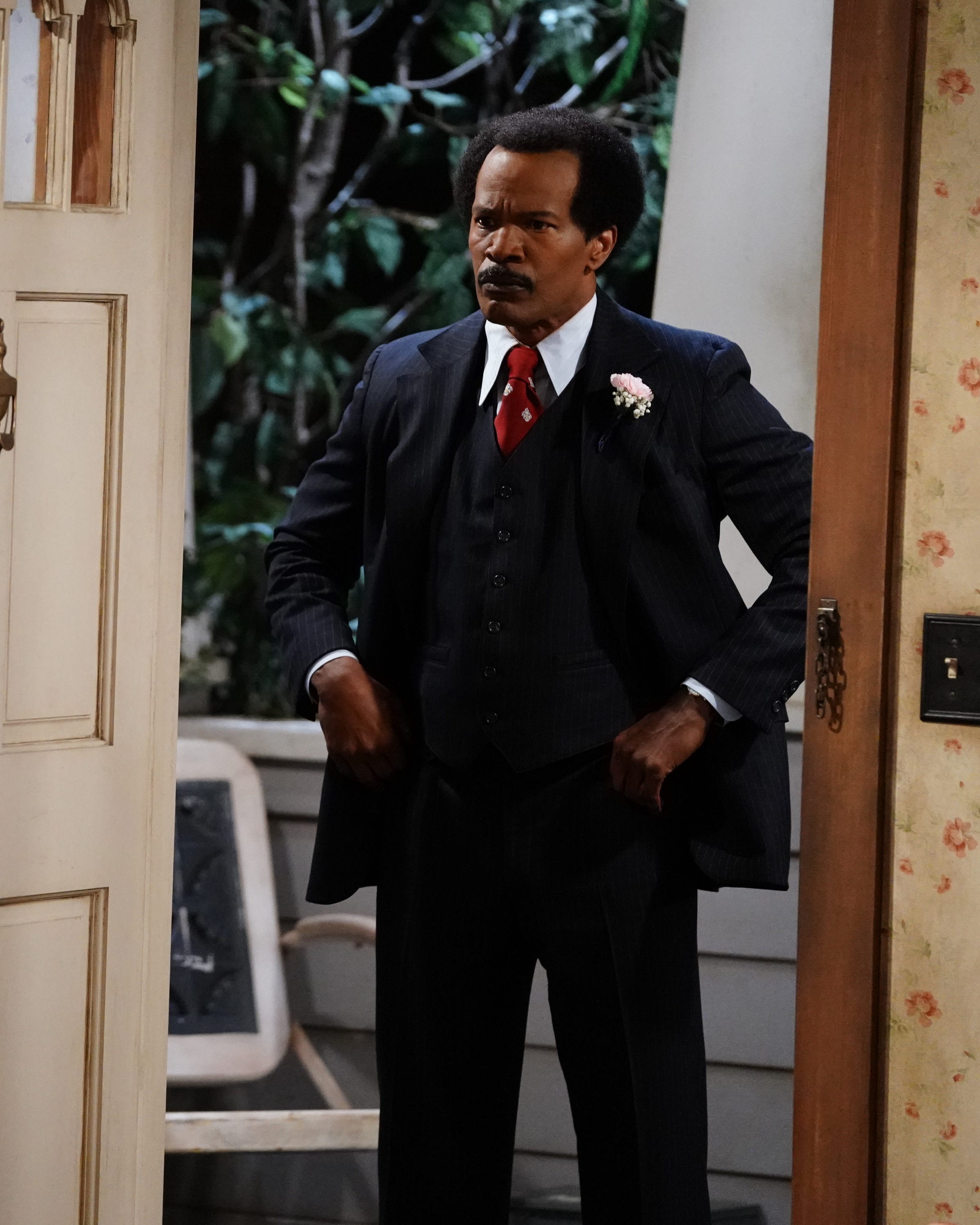 Jamie Foxx Broke Character During Live Sitcom Performance & The Audience Loved It