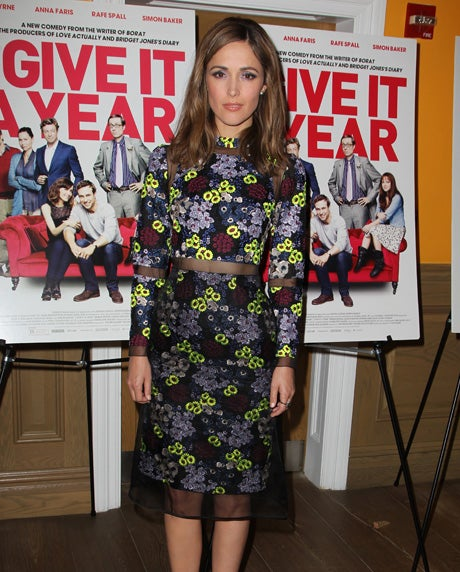 6546bd47a76 https   www.refinery29.com en-us 2013 07 50960 rose-byrne-i-give-it ...