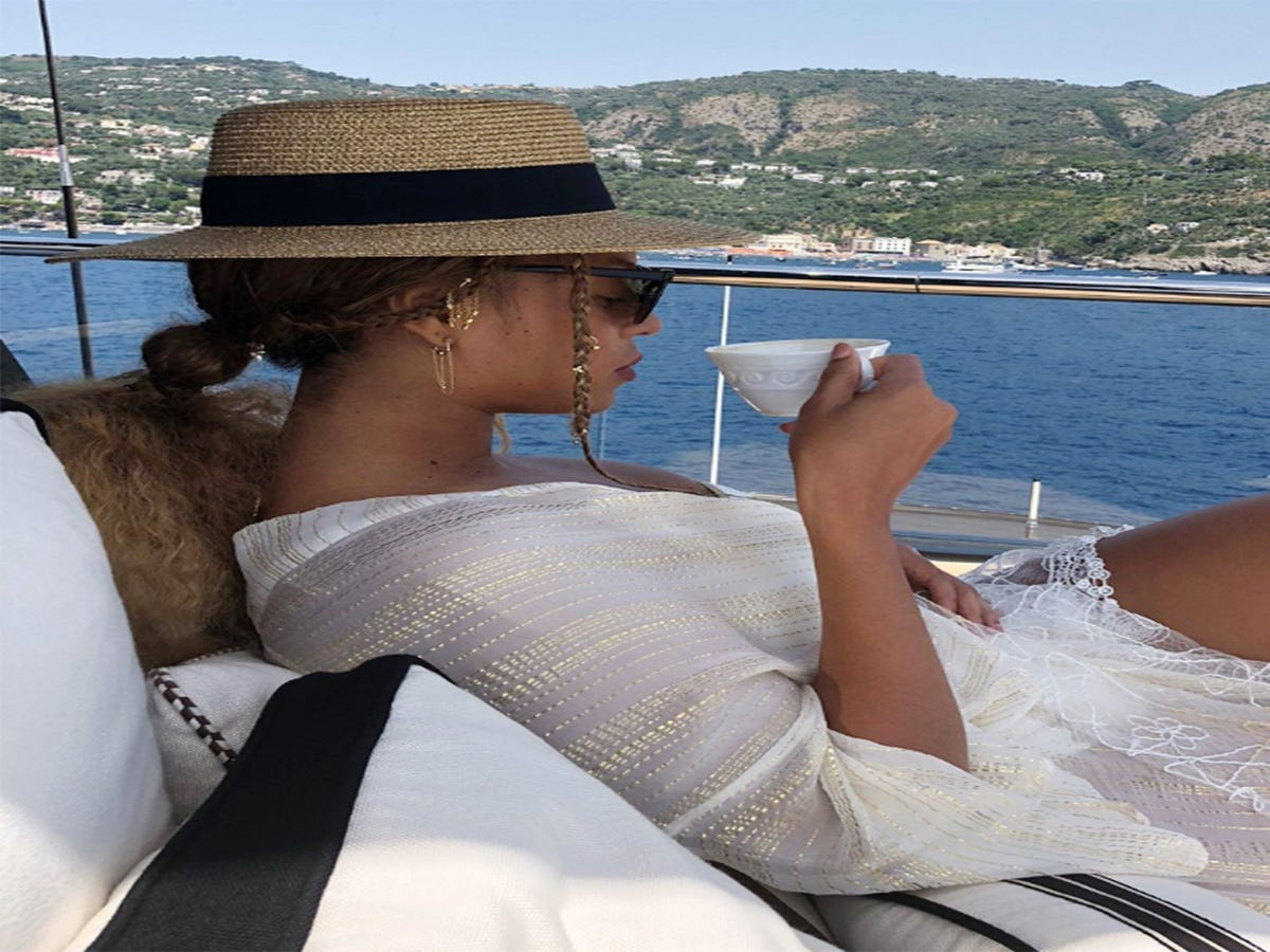 Beyoncé Just Showed Us How To Do Vacation Hair Right