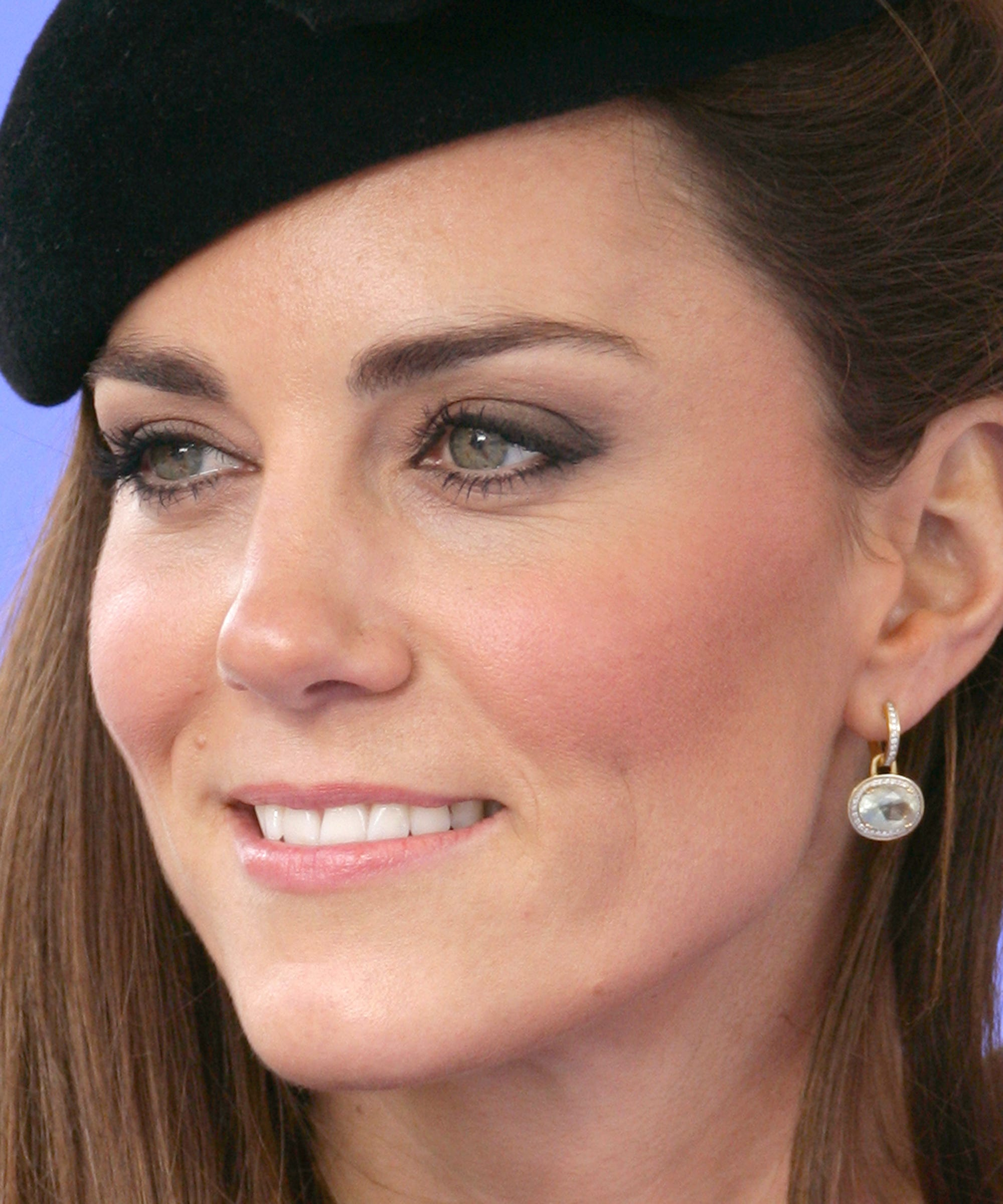 The Hair And Makeup Looks Kate Middleton Always Wears 3 Way Switch Make Up