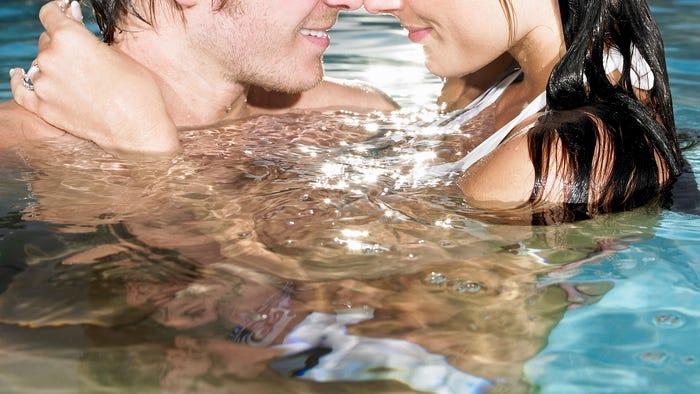 Sex im Wasser: 9 Tipps für heißen (& safen) Unterwasserspaß