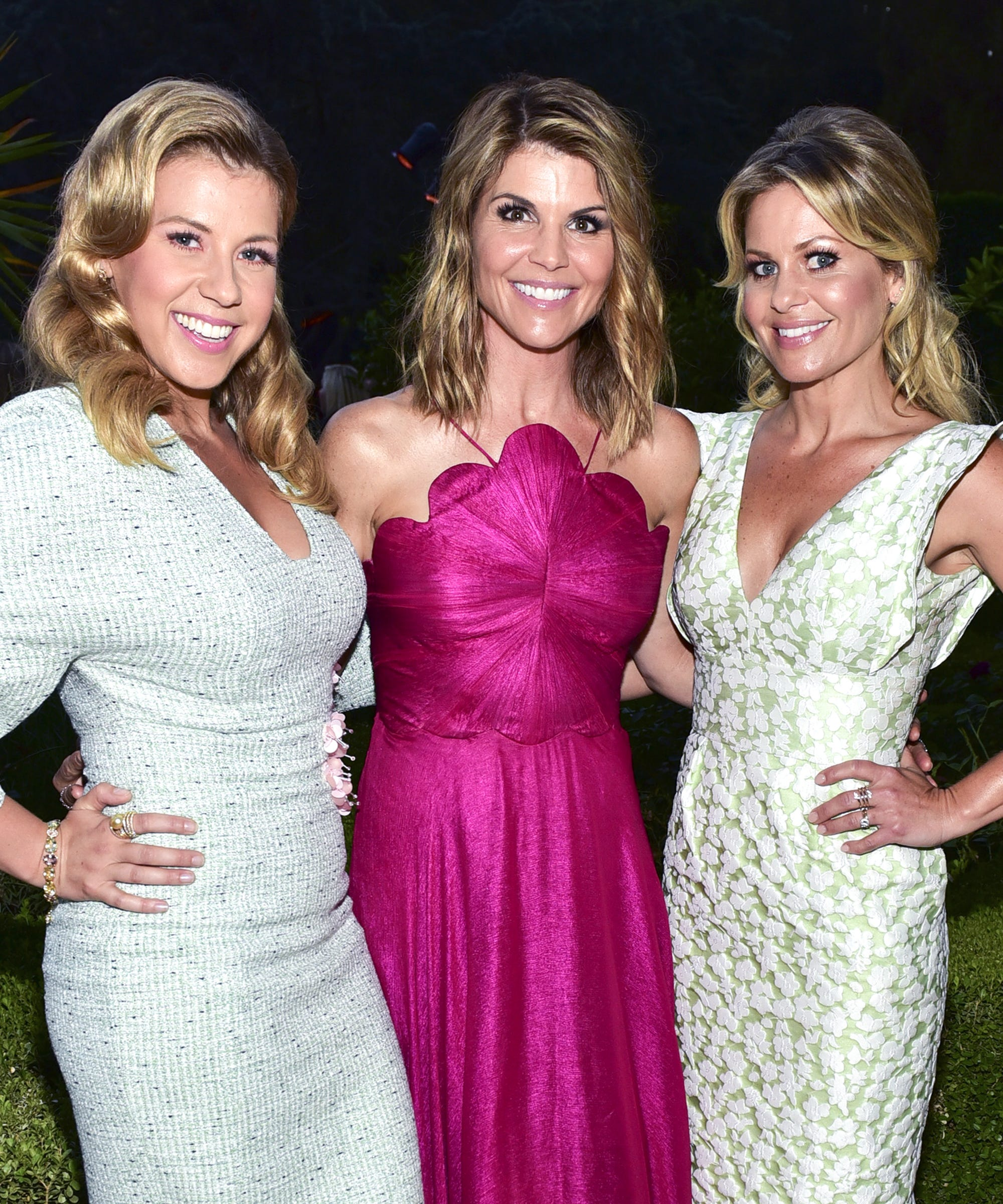 Did The Fuller House Cast Just Low-key Give Their Support To Lori Loughlin?