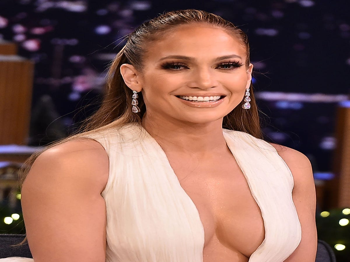All The Beauty Looks We re Pinning From J.Lo's Second Act Press Tour