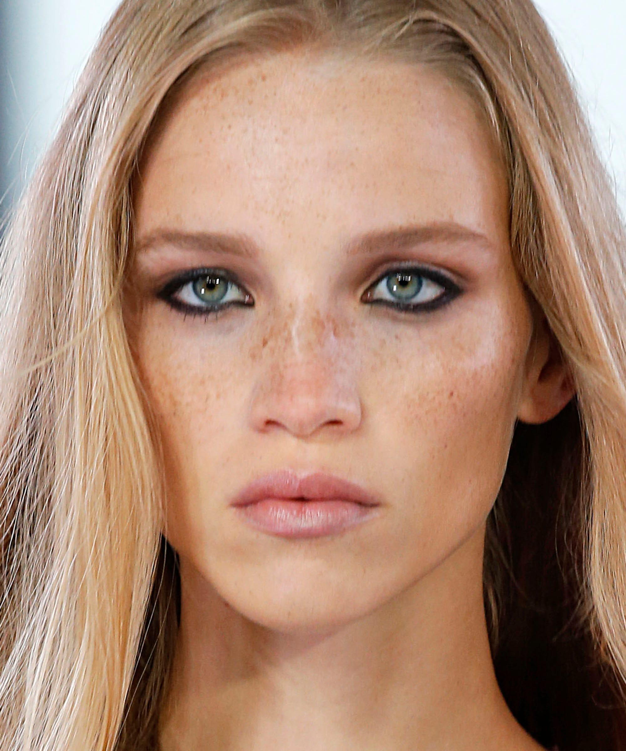 5 Fall Makeup Trends That Work On & Off The Runway