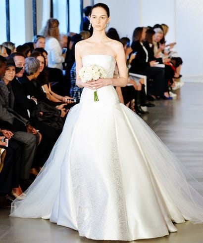 Oscar de la rental spring 2017 bridal dress this oscar de la renta wedding dress took 132 hours to make junglespirit Choice Image