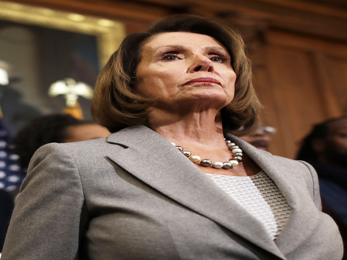 Nancy Pelosi s Body Language Sends A Strong Message About Her Feelings On Kellyanne Conway, Expert Says