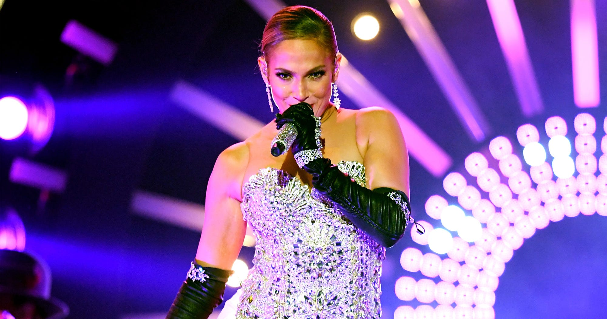 "Jennifer Lopez's ""Dinero"" Debut At The BBMAs Was Straight Fire (Minus DJ Khaled)"