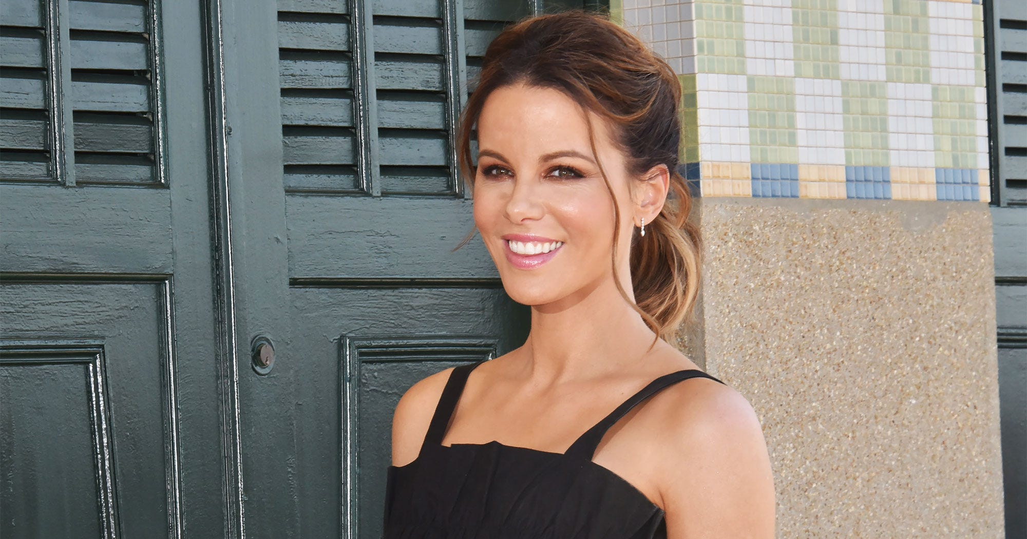 Kate Beckinsale Is Rocking A Blonde Bob For Summer — & It Looks So Good