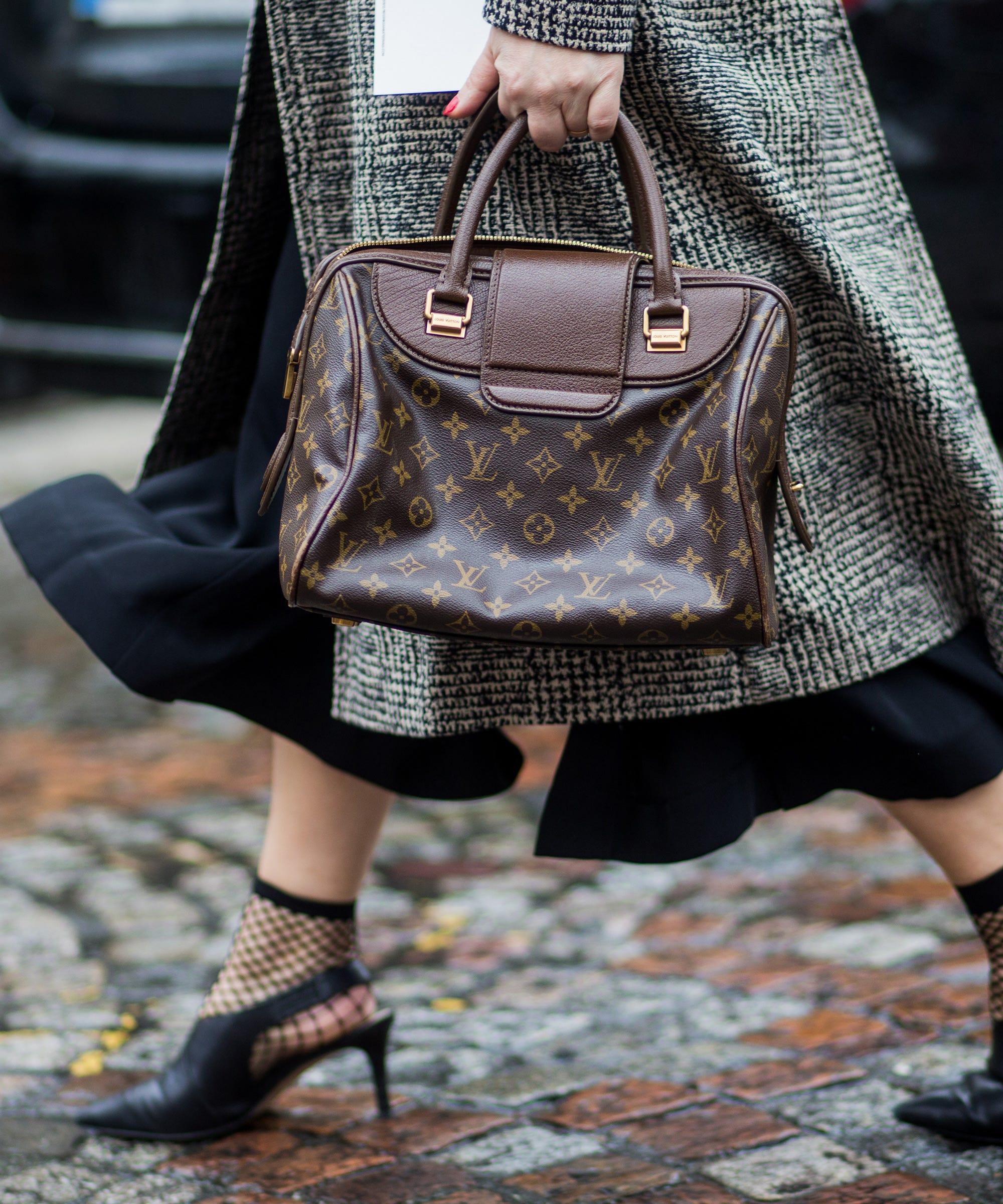 7edf4d8f1e86 Louis Vuitton Logo Handbag Trend Street Style Accessory