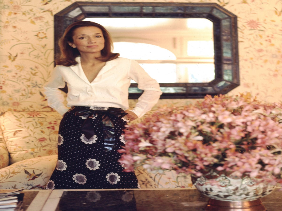 Lee Radziwill, Fashion Icon & Younger Sister Of Jackie Kennedy Onassis, Is Dead At 85