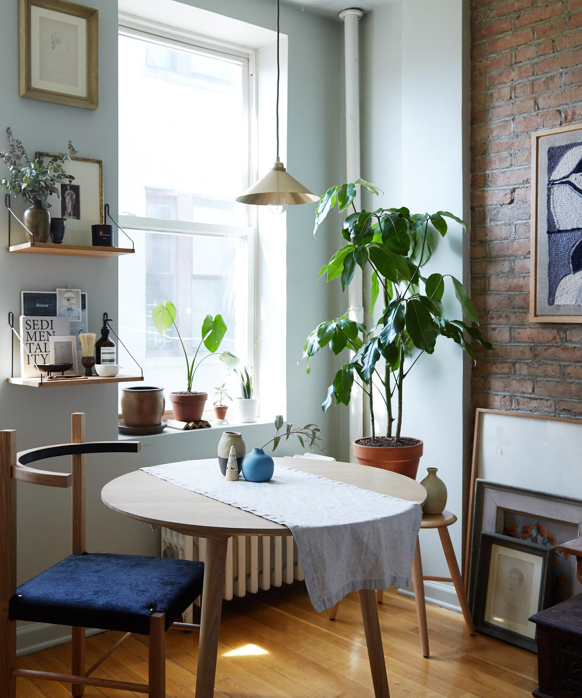 Small Apartment Design Tips - Solutions For Tiny Rooms