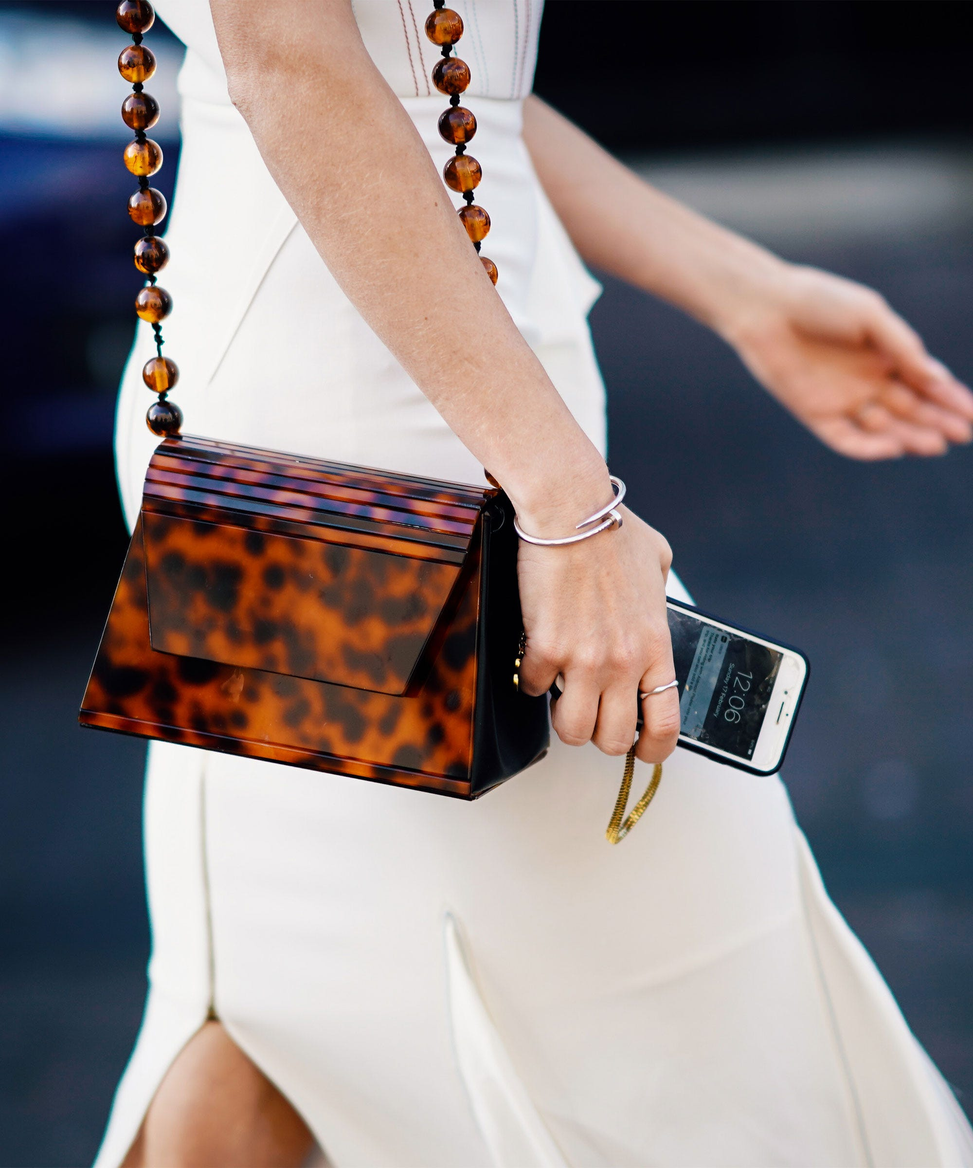 The Tortoiseshell Manicure Is The Chicest Pre-Fall Accessory