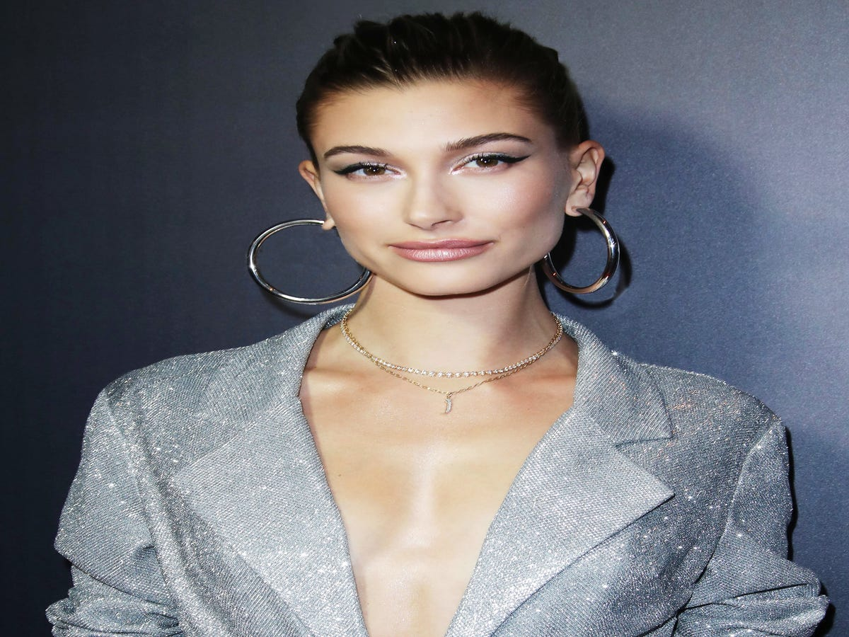 Hailey Bieber Gets Real About Birth Control & Breakouts