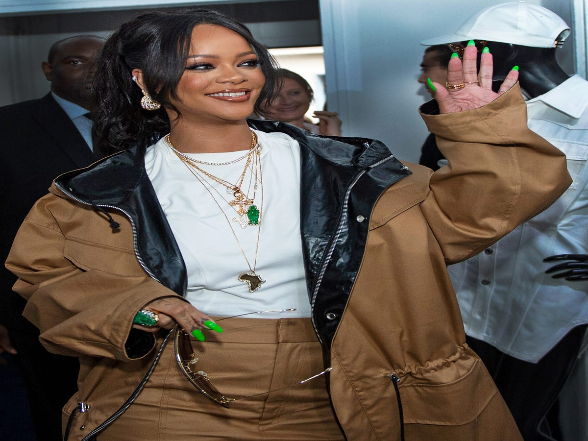 Rihanna s Lime-Green Nails Are Perfect For Summer